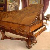 Piano La Mort du cygne par Louis Majorelle, coll. musée de l'Ecole de Nancy – photo C. Philippot